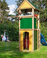 WINNETOO Spielturm mit farbigen, pflegeleichten Wandelementen und dem dazu passendem Dach