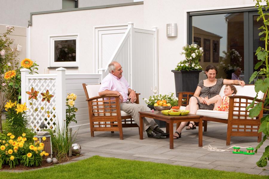 LONGLIFE RIVA Weiß als Sichtschutz auf der Terrasse