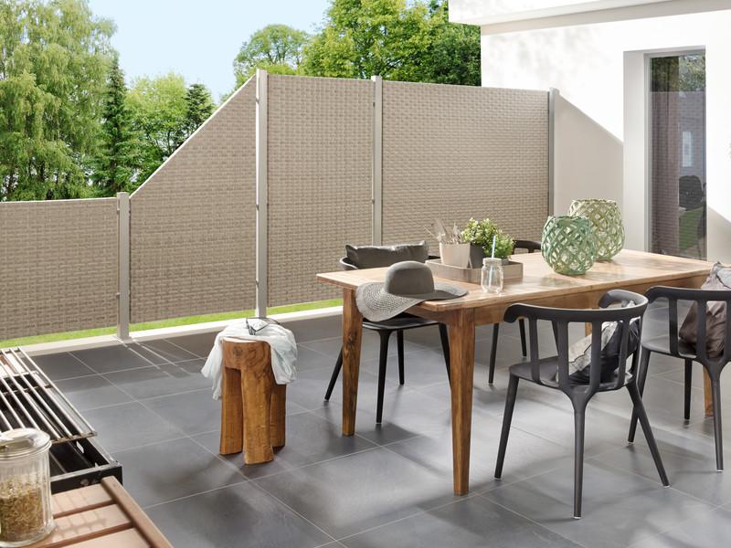 Terrassenabtrennung mit WEAVE Gray Geflechtzaun