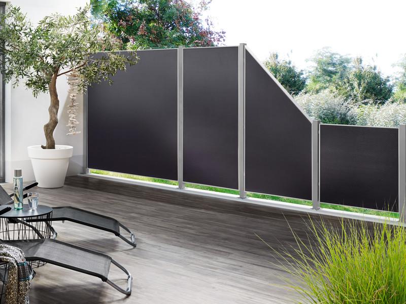 Terrassen-Sichtschutz aus PE-Geflecht in edlem Metallrahmen