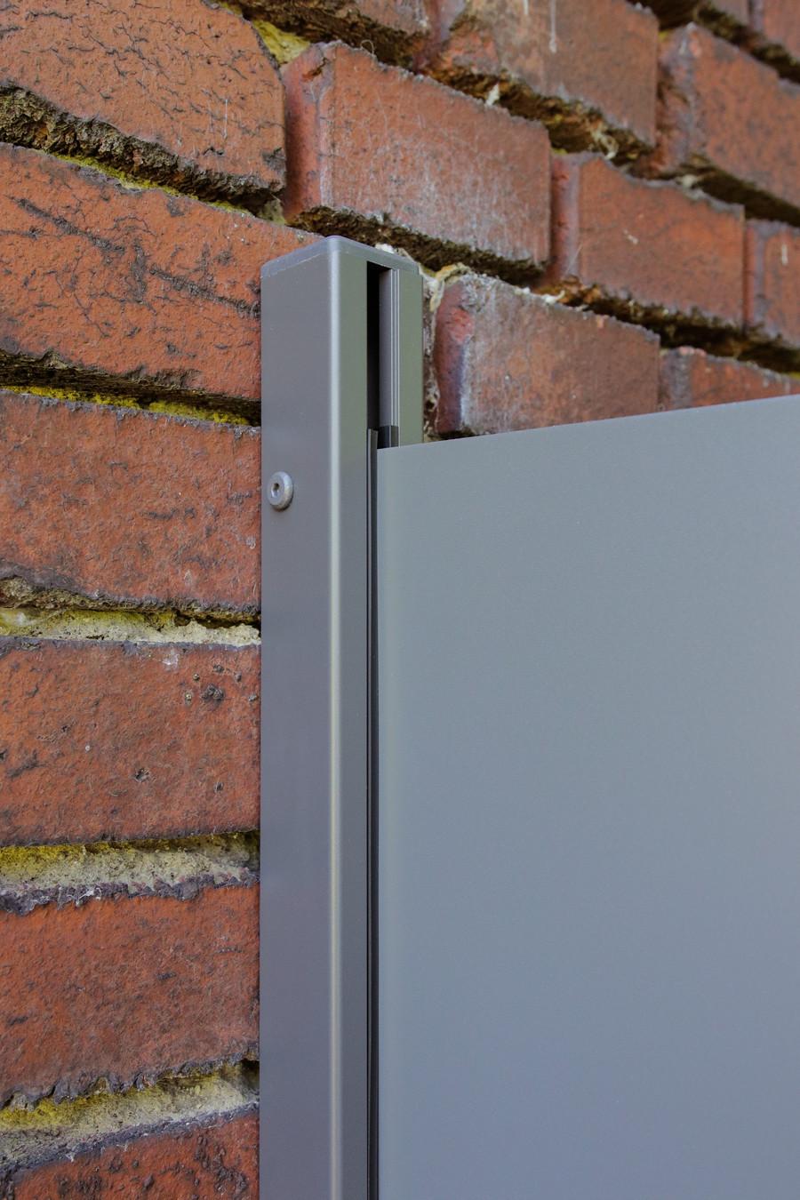 SYSTEM U-Klemmprofil für Wandmontage eines BOARD Zaunfelds